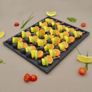 1-plateau-brochettes-de-fruits-dessus